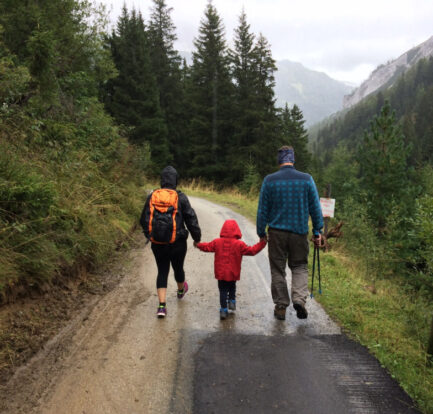 Planning a Hike: Spring Weekend in Nature With the Whole Family