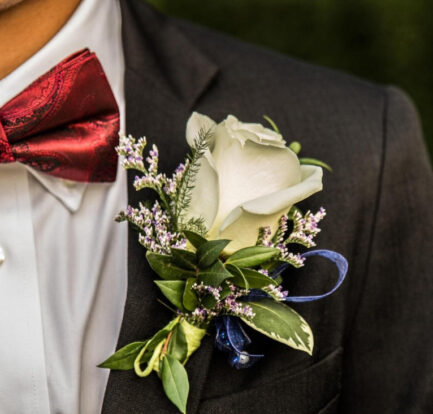 How To Choose The Right Prom Suit For You